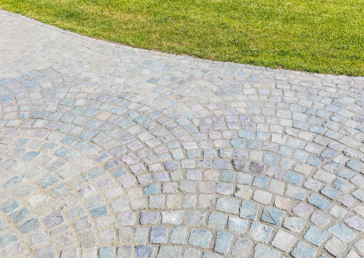 Link zur Bilddatei: koetter_galabau_landschaftsbau_soest_pflaster_und_terrassen_galeriebild_06
